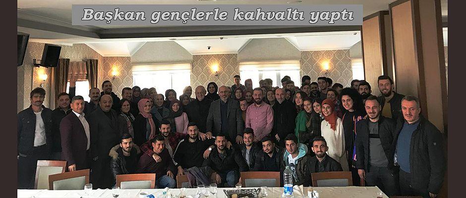 GENÇLER KAHVALTIDA BİRARAYA GELDİ.