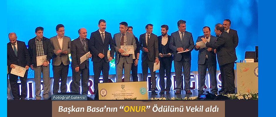 Belediye Başkanı Basa 'ya RTEÜ'den Onur Plaket Ödülü verildi.