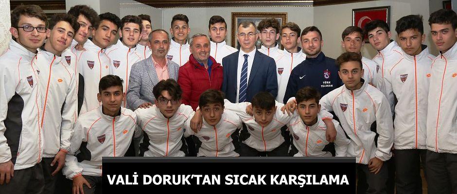 TRABZONSPOR TARAFTARI VALİ DORUK'TAN TRABZON TAKIMINA SICAK KARŞILAMA