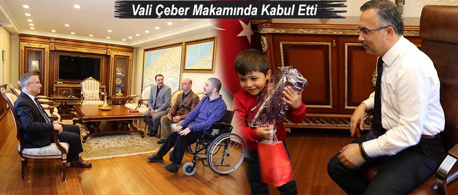 Vali Kemal Çeber, Minik Barış ve Babasını Makamında Kabul Etti