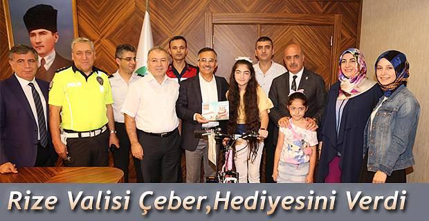 Nazende Balta'ya hediyesi Rize Valisi Kelam Çeber tarafından verildi.