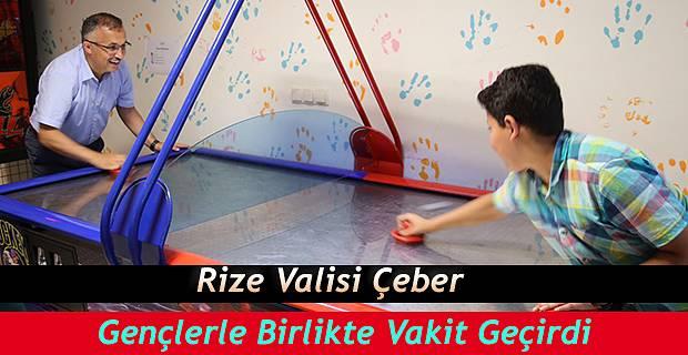 Vali Kemal Çeber Gençlerle Birlikte Vakit Geçirdi