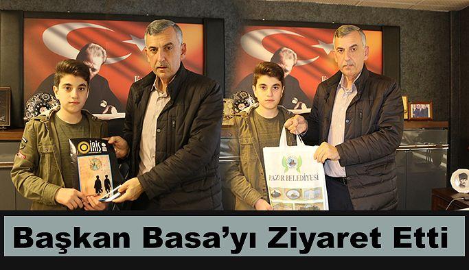 Başkan Basa 'ya Okulunun dergisini hediye etti.