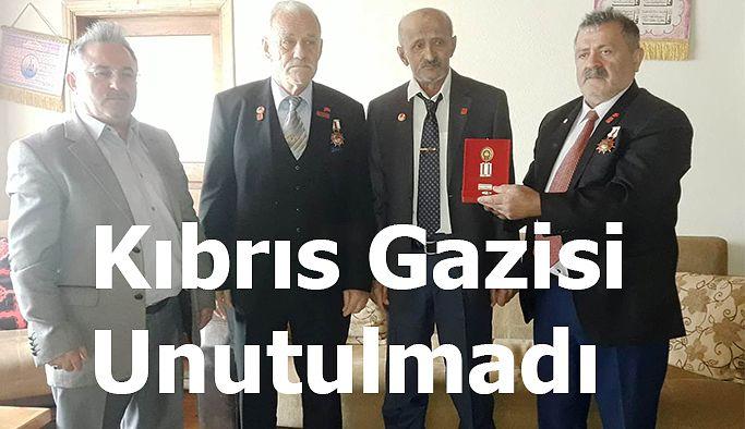 KIBRIS GAZİSİ YAKUP ŞALANBAR'A MİLLİ MÜCADELE MADALYASI VE BERAT'I VERİLDİ.