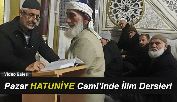 Pazar Hatuniye Camii'nde Namaz öncesi Dersler yapılıyor