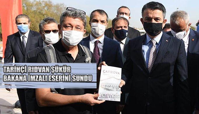 """Tarihçi Şükür'den Tarım ve Orman Bakanına imzalı """"Çayırova Teknik bahçıvanlık okulu"""" kitabı"""