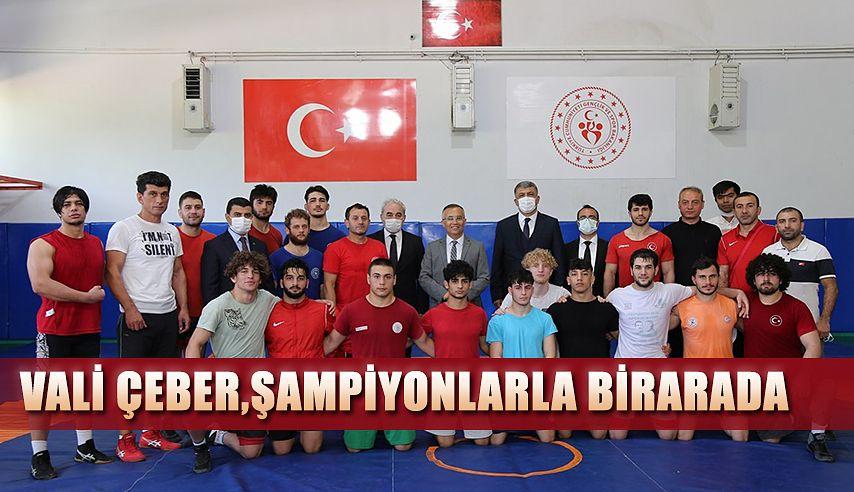 Vali Çeber Şampiyon Sporcularla Bir Araya Geldi