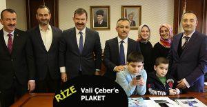 VALİ ÇEBER'E OTİZM DOSTU PLAKETİ