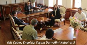 Engelsiz Yaşam Derneği Vali Kemal Çeber'i Makamında Ziyaret Etti