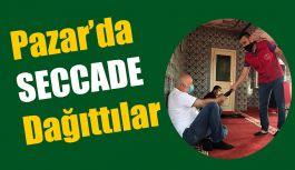 Cuma Namazında Seccade Dağıttı