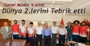 Alim,Dünya 2'cılığı başarısını kazanan takım antrenör ve sporcularını makamında kabul ederek tebrik etti.