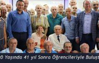 90 yaşındaki Zeki Derintuna, 41 yıl öğrencileriyle...