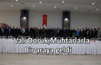 VALİ DORUK MUHTARLARLA BİR ARAYA GELDİ.